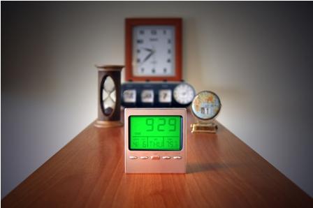Varios relojes sobre una mesa